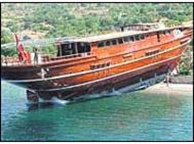 Guletlerin 'Titanic'i suya indirildi